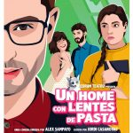 Un home con lentes de pasta - Redrum Teatro
